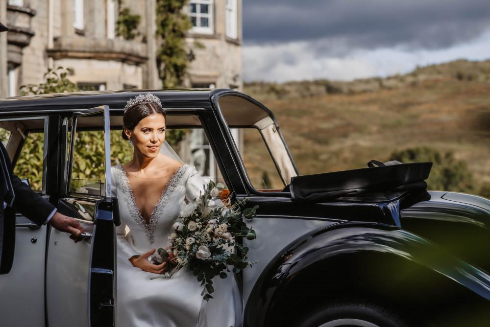 The Classic Elegant Bride! - Make Me Bridal Artist: Elegant Bridal Hairstyling. Photography by: Willow & Wilde. #classic #glamorous #elegant #bride #eleganthair #elegance #classichair