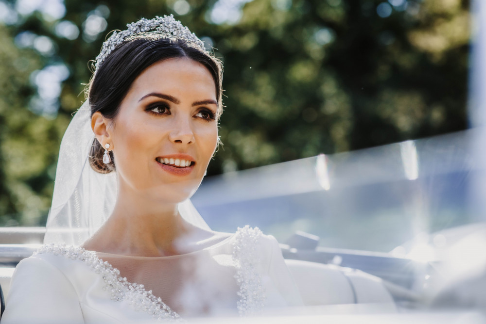Be a Princess for a day! Total Elegance! - Make Me Bridal Artist: Elegant Bridal Hairstyling. Photography by: Willow & Wilde. #classic #elegant #beauty #princess #eleganthair #elegance #queen
