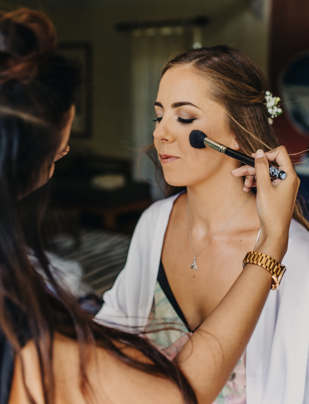 Bridal makeup application. - Make Me Bridal Artist: Nipona Khan Professional Hair & Makeup Artist. #gettingready #bridalmakeup #weddingmakeupartistdorset #bridalmakeupartist #bohobride #weddingmakeupartisthampshire