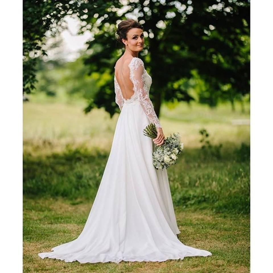 - Make Me Bridal Artist: Hannah joy mua . Photography by: SKY photography. #classic #bridalmakeup