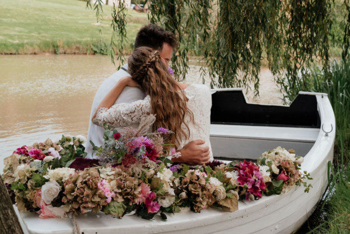 - Make Me Bridal Artist: Petal Blush. Photography by: Lauren Beth. #beachwaves #loosewaves #bohowaves #bohohair #bohobraid