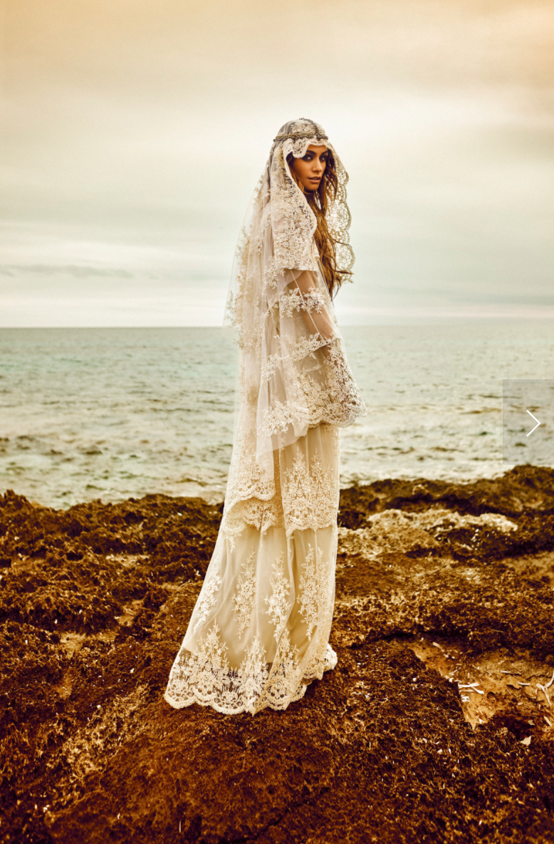 - Make Me Bridal Artist: Carolina Samper. Photography by: Bernardo Baragaño. #bohemian #bohobride #beachwaves #ibizawedding