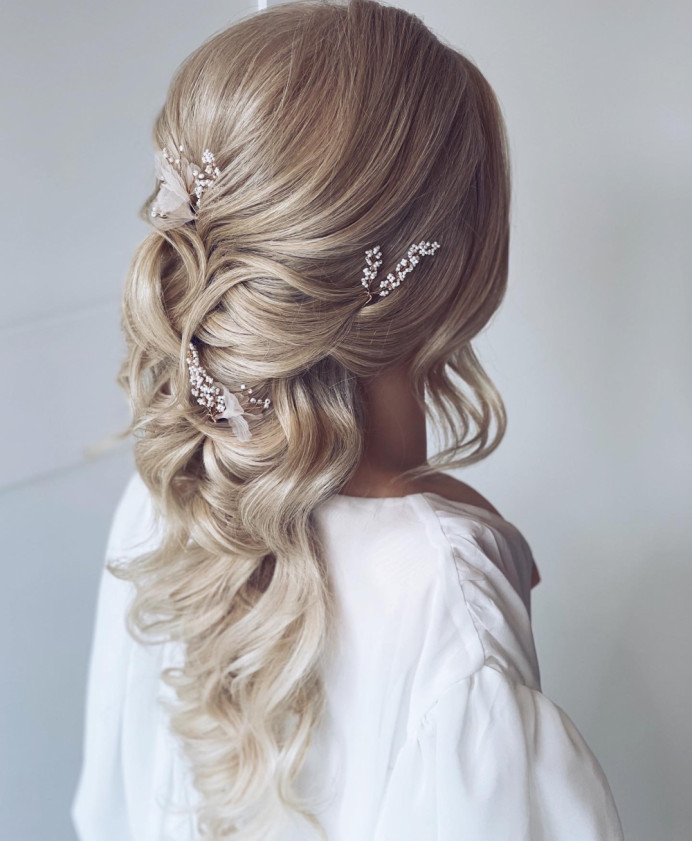 - Make Me Bridal Artist: Holly Louise London. #blonde #bohemian #boho #halfuphair #halfup