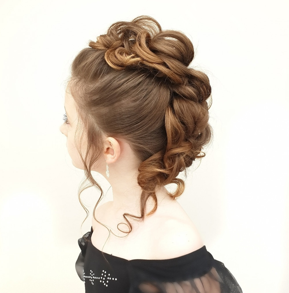Pretty mohawk ? perfect for flower girls & junior bridesmaids! - Make Me Bridal Artist: Bridal hair by Michelle Jewess. Photography by: Michelle Jewess. #elegant #pretty #bridesmaidhair #updo #flowergirls