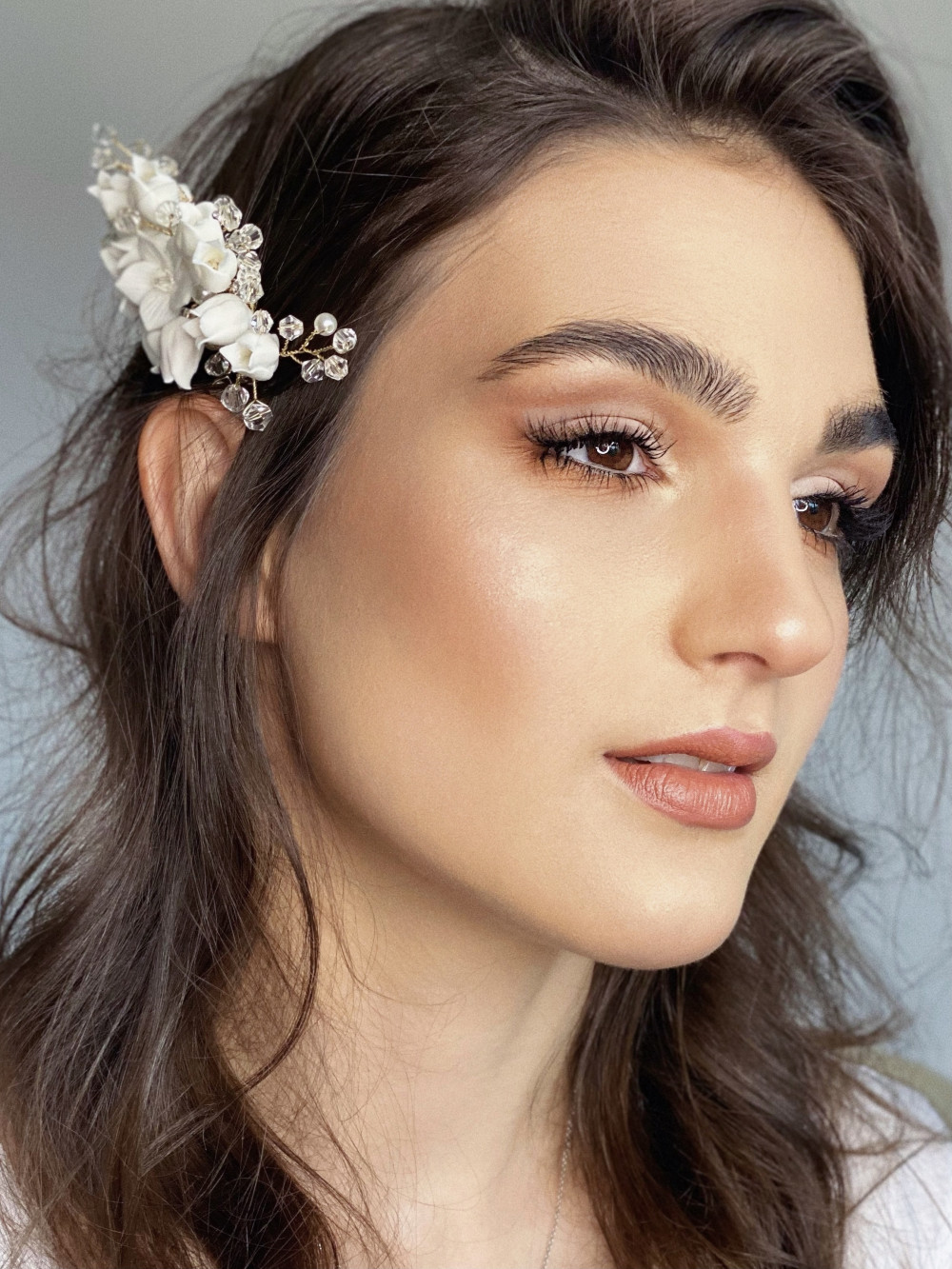 Stylish and elegant bridal makeup with a little touch of graphics to open up your eyes and make your entire look special - Make Me Bridal Artist: Alisa. #classic #glamorous #boho #naturalmakeup #weddingmorning #airbrushedmakeup #soft #bridalmakeup #glow #elegant #perfectmakeup