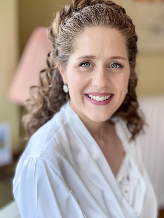 Natural Curly bride with natural beauty enhancing makeup - Make Me Bridal Artist: Jennifer Fogerty Hair and Makeup. #naturalweddingmakeup #forthenaturalbride #naturalmakeup #curlyhair