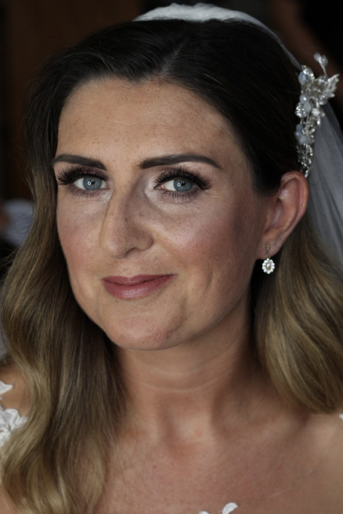 Gorgeous bridal look with lashes to die for. Such a beautiful bride - Make Me Bridal Artist: I Love It Laura. Photography by: Laura Allen. #classic #glamorous #bridalmakeup