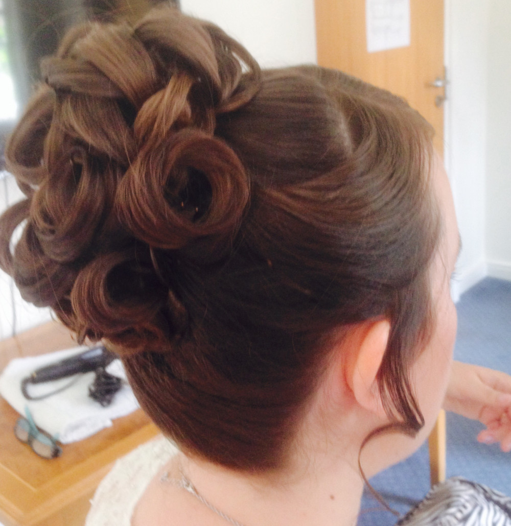 Sculptured curls. - Make Me Bridal Artist: Final touches.