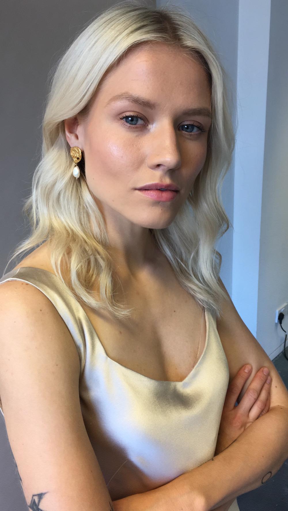 The Own Studios - Makeup + Hair by Quelle Bester - Make Me Bridal Artist: Quelle Bester. Photography by: The Own Studios. #bohemian #classic #naturalmakeup #wavyhair #modern