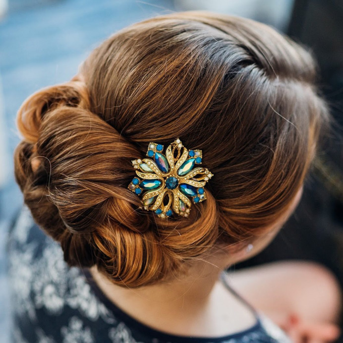 Beautiful colours running through this elegant up do. - Make Me Bridal Artist: Amanda Roberts . #classic #vintage #glamorous #updo #timeless #somethingblue
