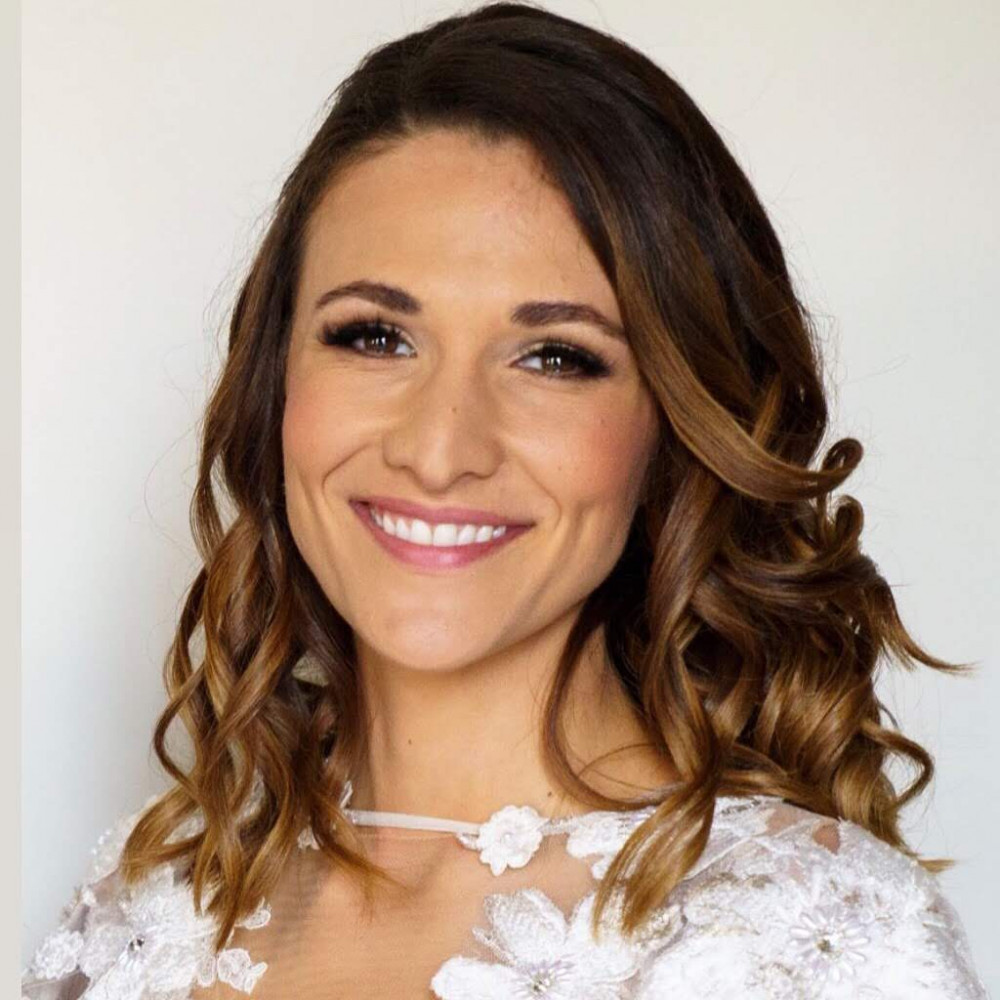 - Make Me Bridal Artist: Amanda Roberts Hair & Makeup. Photography by: Gomes Photography. #glamorous #weddinghairandmakeup #weddingmakeup #beautifulbridalmakeup #londonwedding #bridalhairstylist #loosewaves #londonmakeupartist