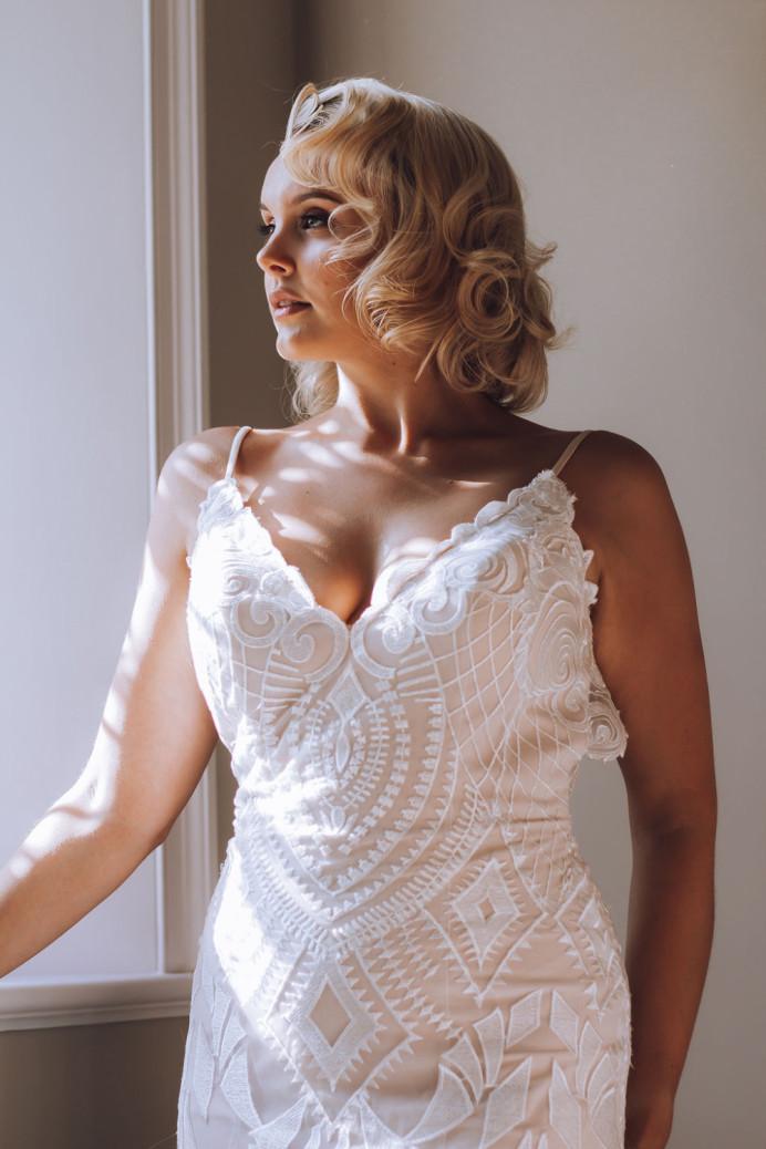 - Make Me Bridal Artist: Bridal Hair Artist Yuki Black. Photography by: English Rose Photography. #classic #blonde #blonde #elegant #weddinghair #bride #halfuphair #hollywoodwaves #blueeyes #shorthair #oldhollywood #weddinghairstylist